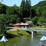 Готель у Львові біля озера